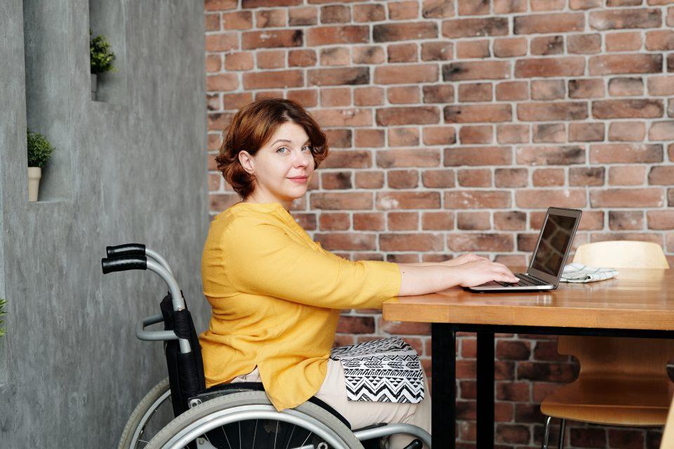 pensioni-di-invalidita-donna-sedia-a-rotelle